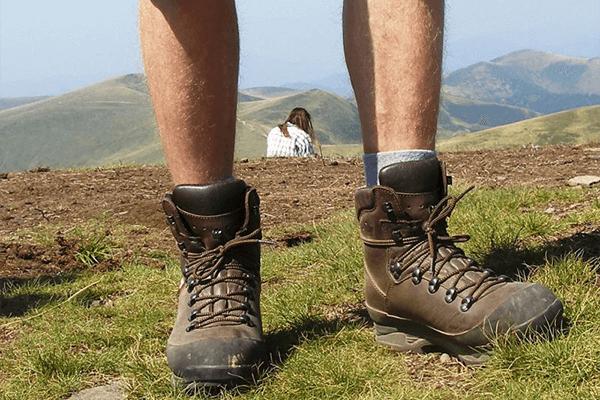 Наиболее удобной обувью в походе считаются